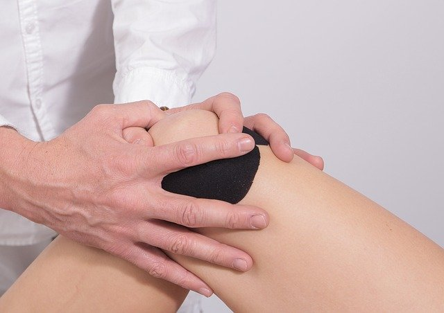 girl getting physical therapy for knee pain